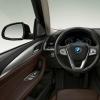 宝马iX3的内饰沿用了燃油版车型的造型设计