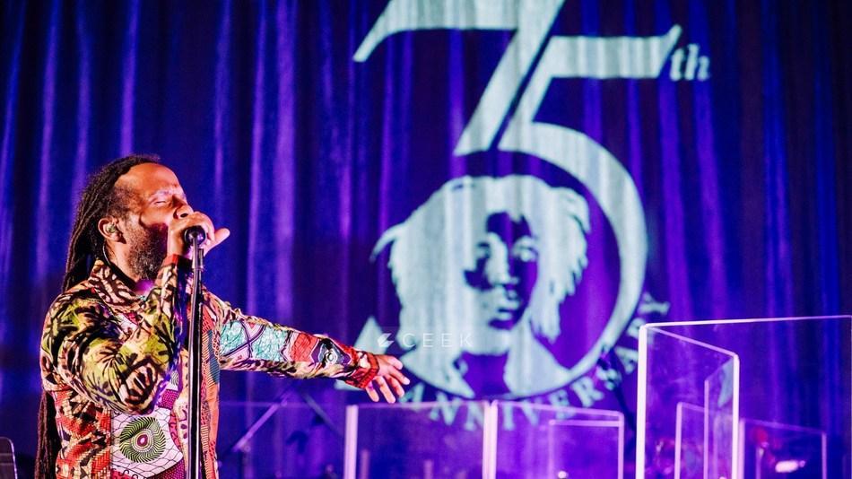 Ziggy Marley亲密的Bob Marley致敬套装向他的父亲特别致敬