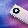 华为会在生产线上对Mate40系列每一片屏幕进行精确的色彩校准