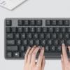 罗技K835机械键盘采用铝制外壳设计和84键精巧键盘设计